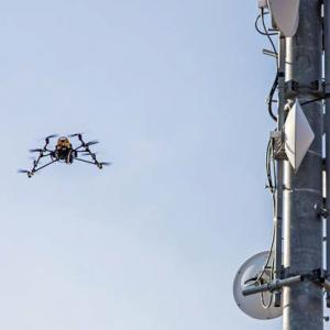 falcon 8 uav drón
